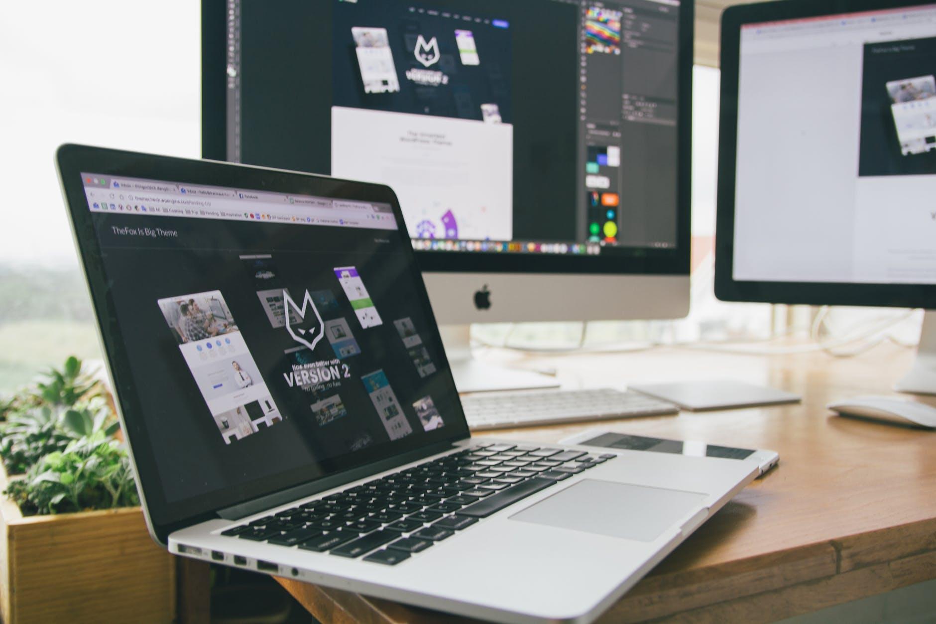 Immagine web design sviluppo siti web